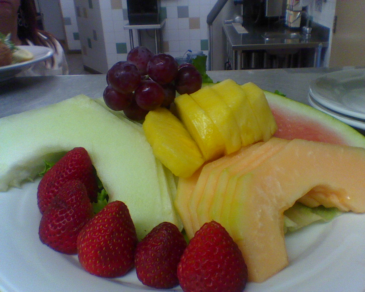 Wide Fruit Plate